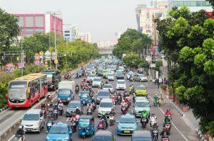 jakarta traffic jam macet crazy scooter