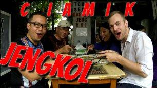 makanan indonesia jengkol jakarta enjoyaja.com bule bulekulineran jijik enak pedas review tempat makan.jpg