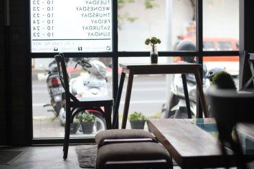 coffeeshop-cafe-semarang-kofinary-wisata-kuliner-bulekulineran-bule-indonesia-santai-relax-liburan-enak-banget-3